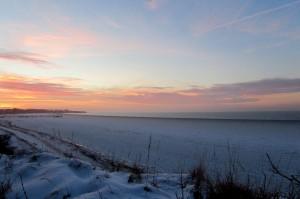 Rerik mit gefrohreneer Ostsee im Winter