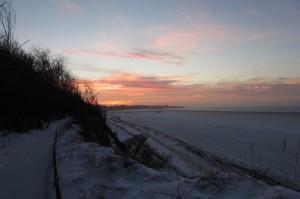 Blick auf die Seebrücke in Rerik bei gefrohrener Ostsee
